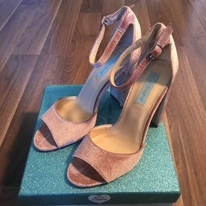 BETSEY JOHNSON - SZ 8- Velvet Blush Heels (Carly)